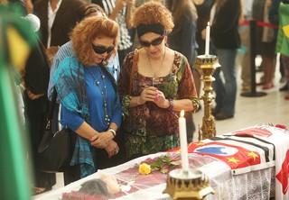 Celia e Celma no velório de Inezita Barroso (Foto: Iwi Onodera / EGO)