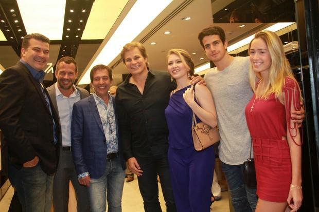 Malvino Salvador, Ricardo Almeida, Edson Celulari, Karin Roepke, Enzo Celulari e Carol Garson (Foto: Graça Paes/Agencia Brazil News)