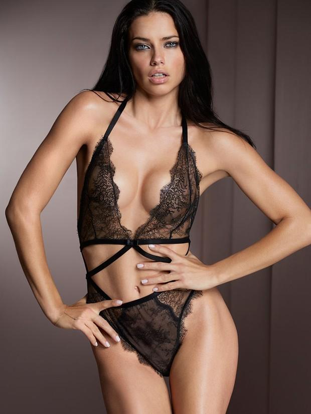 Adriana Lima posa de lingerie para a Victoria's Secret (Foto: Grosby Group/ Agência)