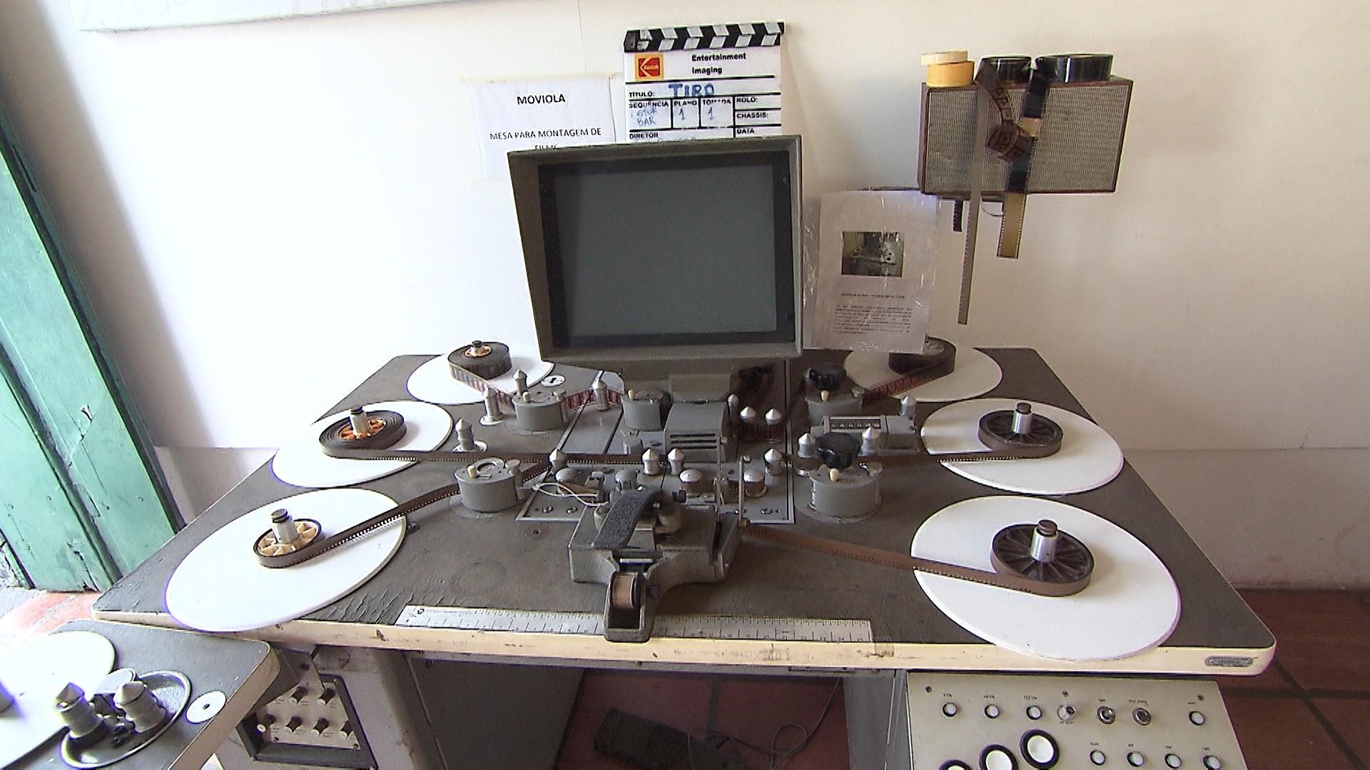 Entre as peças do acervo está a moviola, equipamento utilizado para selecionar as cenas (Foto: Divulgação)