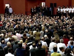 Centenas de pessoas acompanharam o velório no Centreventos Cau Hansen (Foto: Reprodução RBS TV)