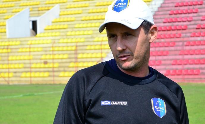 Marcelo Carpes treinador de goleiros Guaratinguetá (Foto: Danilo Sardinha/GloboEsporte.com)