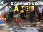 Servidores lavam escadas da CGU em ato que pede a exoneração de ministro