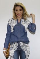 Luma Costa explica look com brilho e batom vermelho: 'Tem que ousar'
