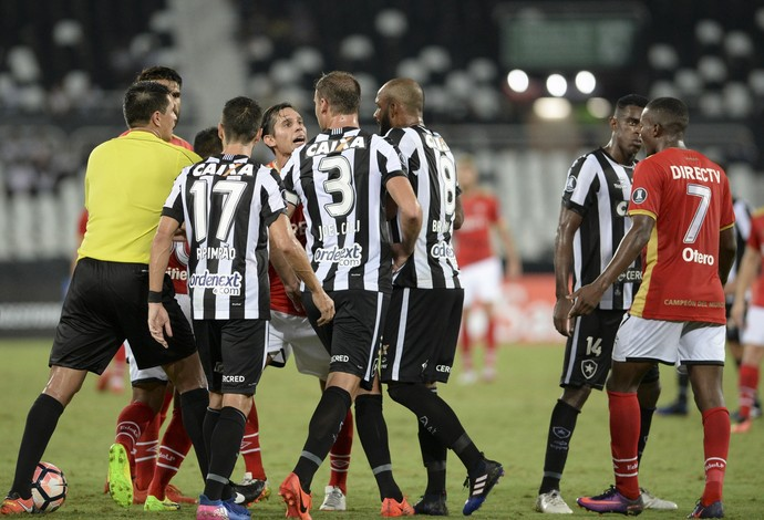 Botafogo, Estudiantes, árbitro (Foto: CELSO PUPO/ESTADÃO CONTEÚD)