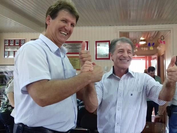 Domingos Zanandrea (dir.) foi eleito prefeito e Adelar Gambiatti (esq.), vice de Xavantina (Foto: Leonara Kipper/Divulgação)
