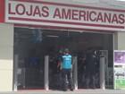 Assaltantes fazem funcionários e clientes reféns em loja no Marco