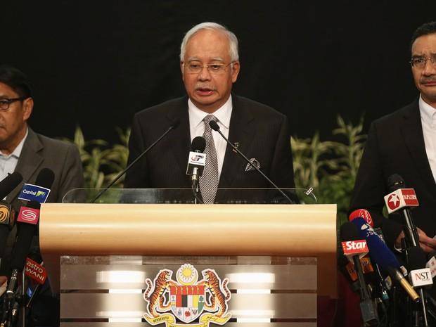 O primeiro-ministro da Malásia, Nagib Razak, anuncia que o que o Boeing 777-200 que fazia o voo MH370 caiu no Oceano Índico. (Foto: Edgar Su/Reuters)