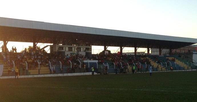 Arquibancada do estádio General Sampaio (Foto: Vilma Nascimento/GloboEsporte.com)