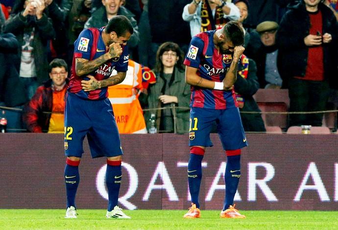 Barcelona x Sevilla - Neymar e Daniel Alves (Foto: Reuters)