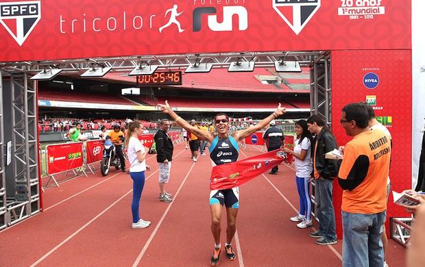 Adriano Bastos vence a prova dos 8 km, Tricolor Run (Foto: Divulgação)