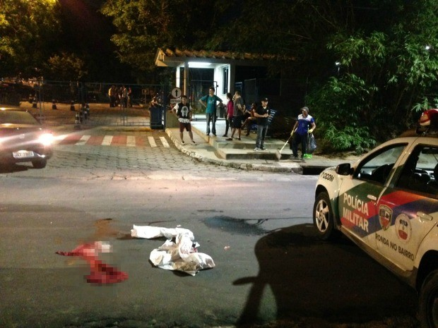 Homem teria tentado roubar arma de vigilante, segundo a polícia (Foto: Indiara Bessa/G1 AM)