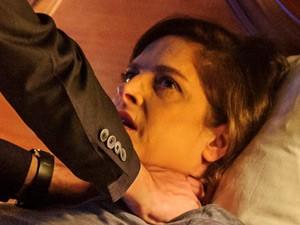 Cora não tem uma noite tranquila (Foto: Estevam Avellar/TV Globo)