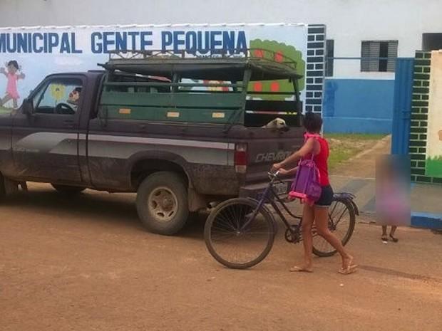 Animal foi visto em carro que crianças foram transportadas (Foto: AF Notícias)