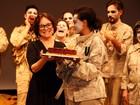 Regina Duarte estreia peça com sua direção e comemora 68 anos, em SP