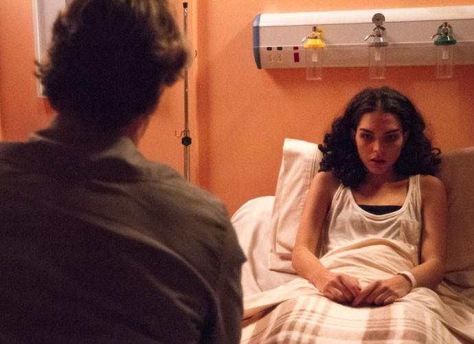 Átila não consegue convencer Ciça a viajar (Foto: Fabiano Battaglin/Gshow)