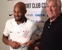 """Volante Fellipe Bastos é apresentado no Corinthians: """"Sonho realizado"""""""