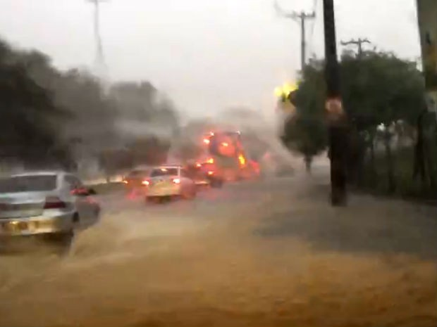 Chuva em Sorocaba (Foto: Cláusio Tavolone/TV TEM)