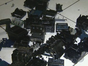 Perícia técnica destruio sistema de computadores de bingo clandestino em Campinas (Foto: Reprodução / EPTV)