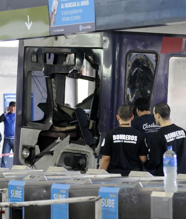 Trem teria ficado sem freio e se chocou contra a barra de contenção (Foto: Hugo Villalobos/AFP)