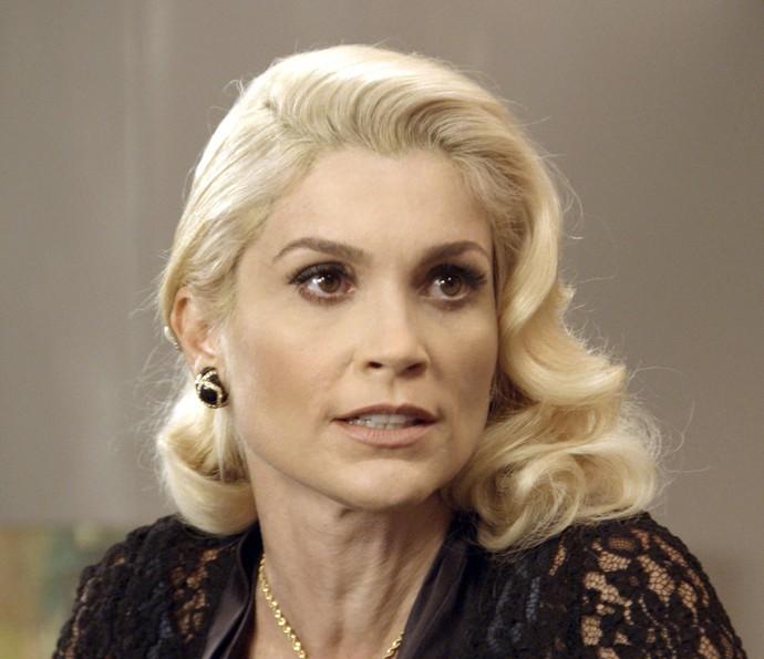 Sandra diz que já tem outro plano para arrancar fortuna de Anastácia (Foto: TV Globo)