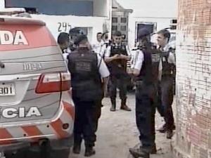 Suspeito foi baleado na perna em troca de tiro (Foto: TV Diário/Reprodução)