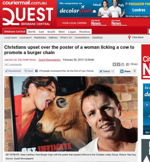 Rede de fast-food criou polêmica com anúncio que mostra modelo labendo vaca (Foto: Reprodução)