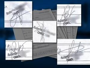 Atestados mostram o nome do mesmo médico, mas com assinaturas diferentes (Foto: Reprodução/RBS TV)