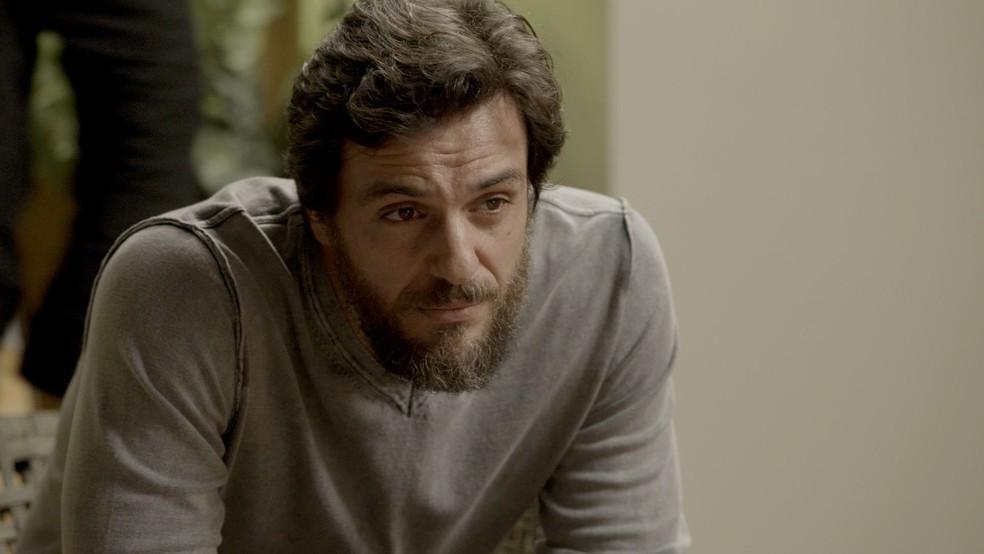 Caio tenta de tudo para tirar Rubinho da prisão (Foto: TV Globo)