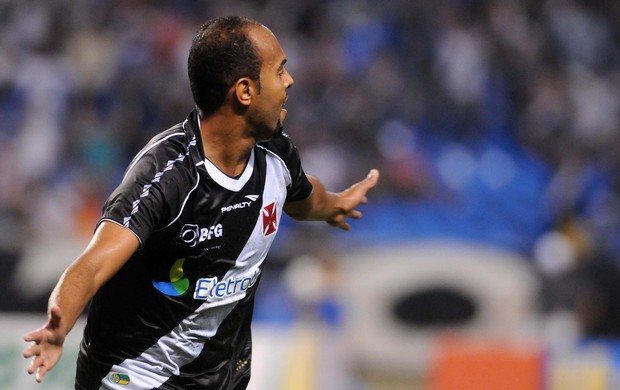 Alecsandro gol Vasco x Botafogo (Foto: Dhavid Normando / Futura Press)