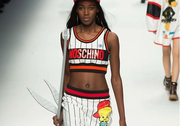 Moschino - genial na logomania (Foto: Getty Images)