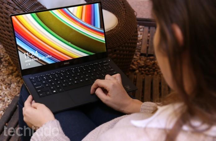 A tela com cores vivas e borda infinita pode ser considerada a melhor parte do aparelho (Foto: Raíssa Delphim/TechTudo)