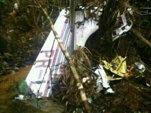 Destroços foram encontrados na noite de quarta-feira (22) (Foto: Divulgação / Polícia Militar)