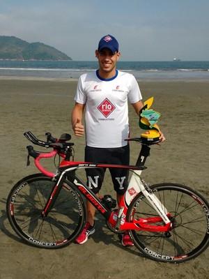 jhonathan castro triatleta araxa copa brasil trofeu (Foto: Jhonathan Castro/Arquivo pessoal)