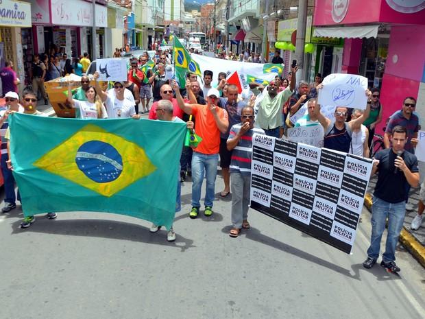 Representantes de órgãos de segurança se manifestam em Itajubá (Foto: Luciano Lopes)