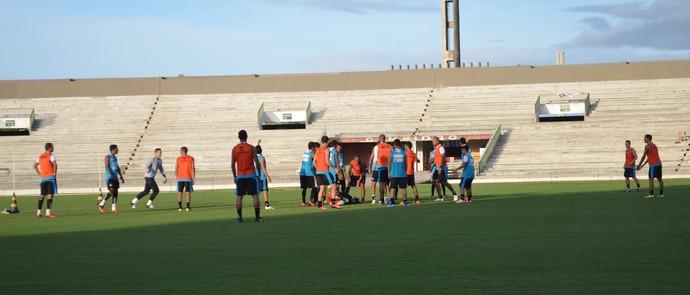 botafogo-pb faz rachão antes da partida contra o CRB, no Almeidão (Foto: Lucas Barros / GloboEsporte.com/pb)