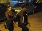 Juliana Paes usa blusa transparente para jantar com o marido no Rio