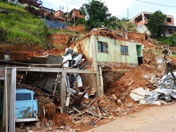 Famílias de Juiz de Fora prejudicadas pelas chuvas iniciam 2014 com tristeza (Foto: Nathalie Guimarães/G1)