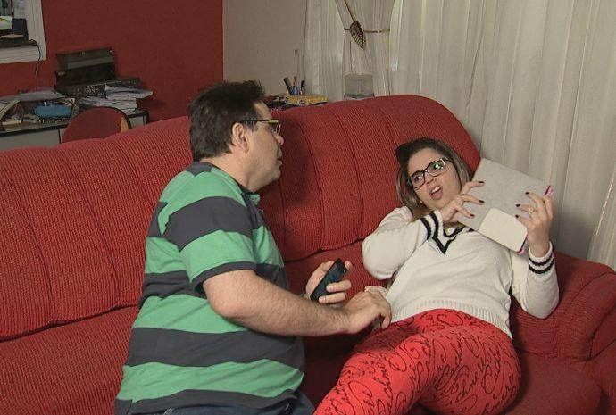 Fábio é ciumento assumido, e a Gabi conta que nem atende mais as ligações do pai (Foto: Reprodução / TV TEM)