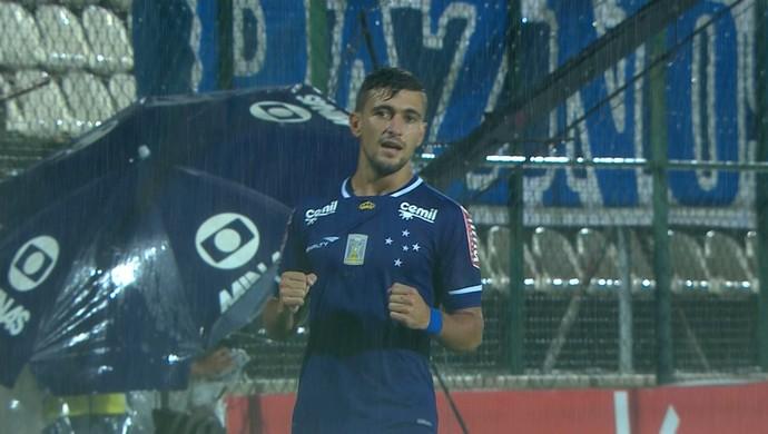 Arrascaeta comemora gol pelo Cruzeiro contra o Villa Nova (Foto: Reprodução \TV Globo Minas)