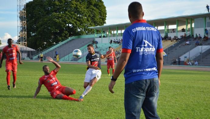 Carioca fez o único do gol Vilhena (Foto: Jheniffer Núbia)