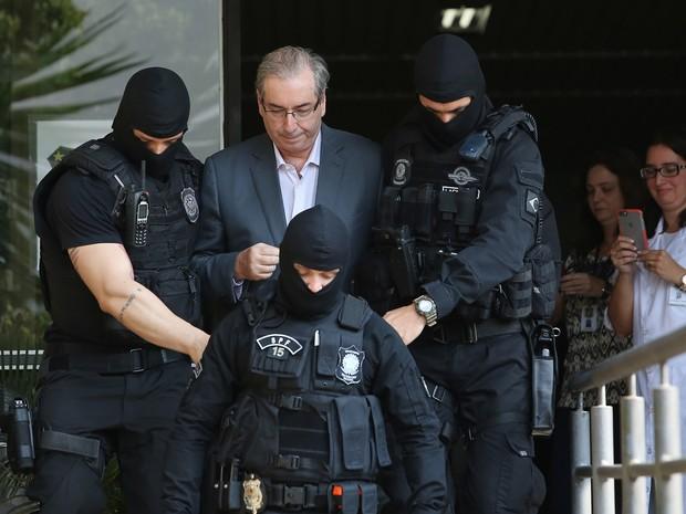 Eduardo Cunha no IML, em Curitiba (Foto: Giuliano Gomes/PRPress)