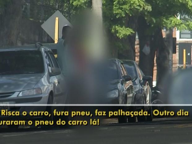 'Flanelinhas' dizem o que fazem se não recebem dinheiro (Foto: Reprodução / TV TEM)