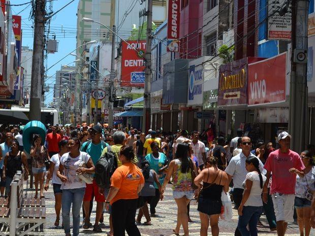 Cresce o movimento no comércio em Aracaju (Foto: Marina Fontenele/G1)