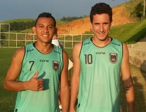 Magnum (esq.) e Higor Leite já treinam com o grupo em Vassouras (Foto: Igor Bravo/Fair Play Assessoria)