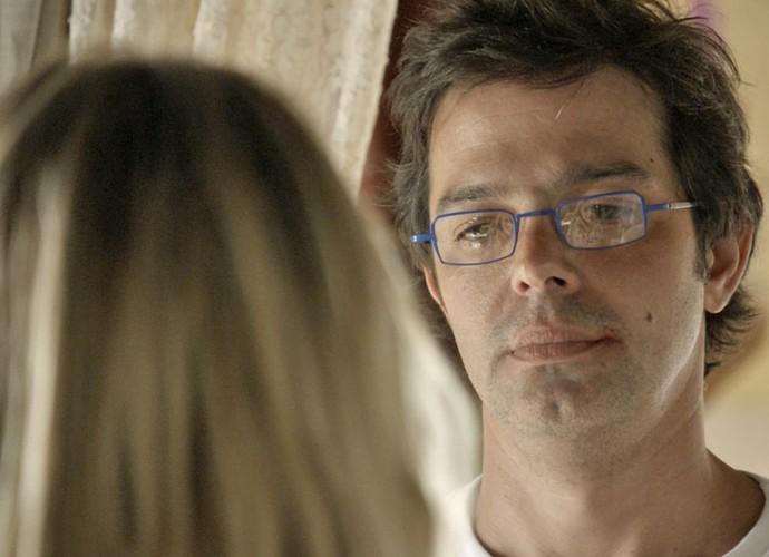 Rui fica sem reação diante da ex (Foto: TV Globo)