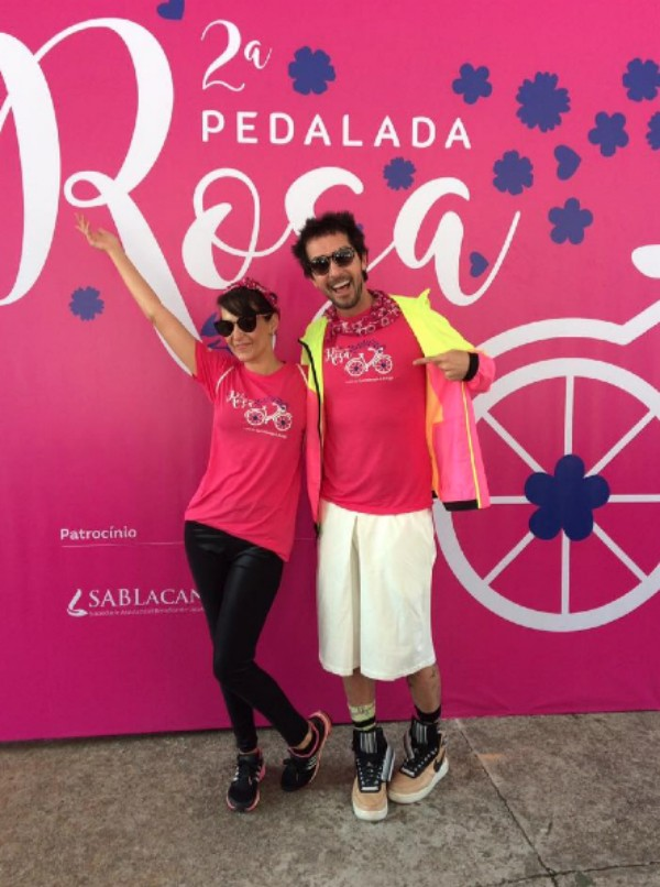 Flávia Flores e o stylist Arlindo Grund, idealizadora e apoiador, respectivamente, da Pedalada Rosa (Foto: Lu Angelo)