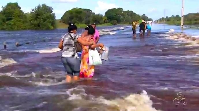 Nível do rio não para de subir e causar transtornos na BR- 319 (Foto: Bom dia Amazônia)