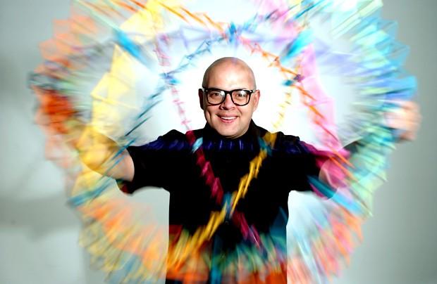 Uma das atrações do Baile de Gala e Fantasia da Vogue Brasil, o DJ Zé Pedro compartilha uma playlist para aquecer para a festa (Foto: Divulgação)