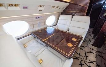 Mayweather compra novo jato com porta-copos, pia e assentos de ouro